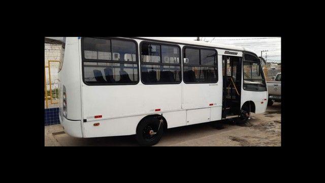 *Vendo microônibus* conservado