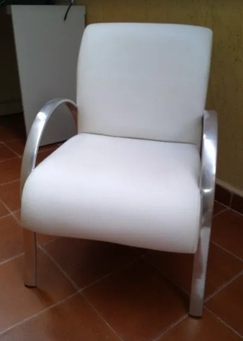 Poltrona couro tok stok usada branca