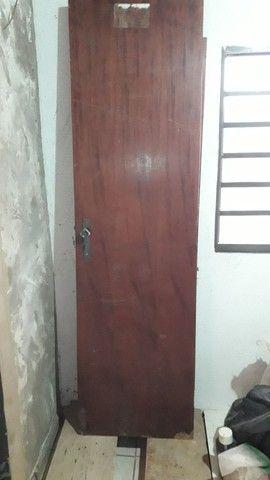 15 tabuas,2 portas banheiro, retalho Madeiras ripao e retalho tabuas sobra obra. - Foto 5