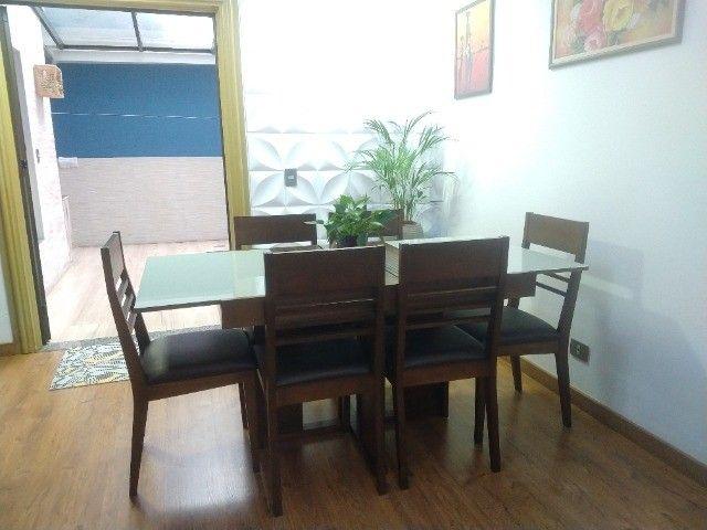 Excelente conjunto de mesa com 6 cadeiras em madeira /vidro - Foto 2