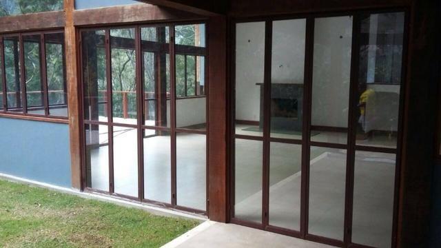 Excelente casa em condomínio 3 suítes - Itaipava -Petrópolis RJ - Foto 2
