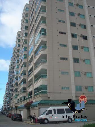 Apartamento finamente mobiliado, com 3 suítes, 2 vagas de garagem, Meia Praia, Itapema