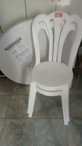 Jogo de mesa redonda branca