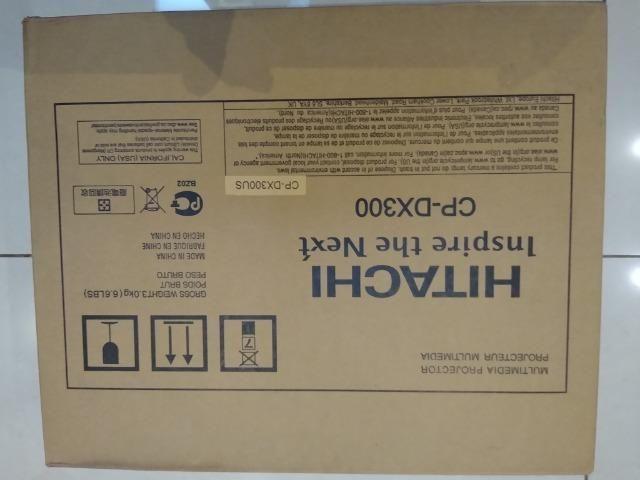 Projetor De Vídeos Hitachi Cp Dx300 Com 3000 Lumens - Foto 2
