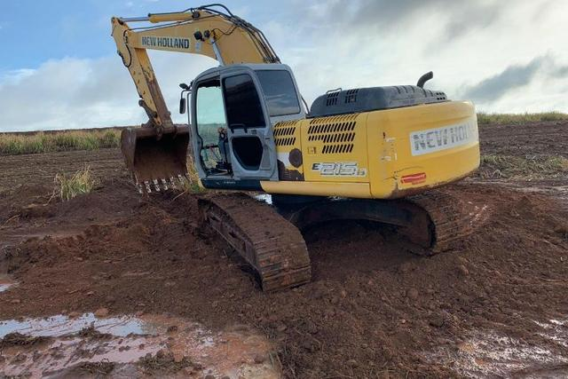 Trator E215 New Holland - 13/13 (ent+parcl)