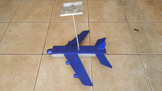Lustre modelo avião