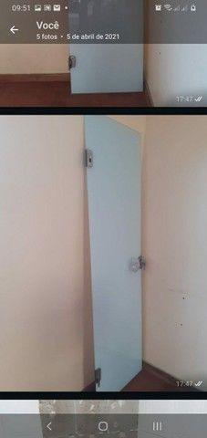 Vendo porta de Vidro 63 largura por 210 de altura  - Foto 2