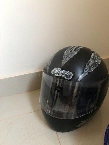 Capacete Liberty 4 e capacete Pro Tork