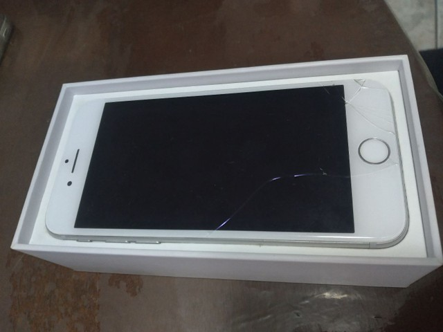Iphone 8 64gb branco caixa e conector de carregador apenas  - Foto 2