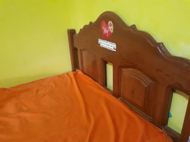 Vende-se cama de casal de madeira