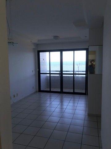 Apartamento beirar mar com piscina - Foto 3