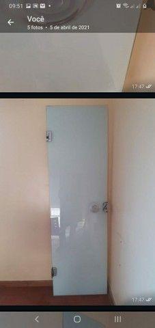 Vendo porta de Vidro 63 largura por 210 de altura  - Foto 3