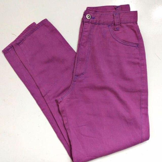 Mom jeans roxa cintura super alta