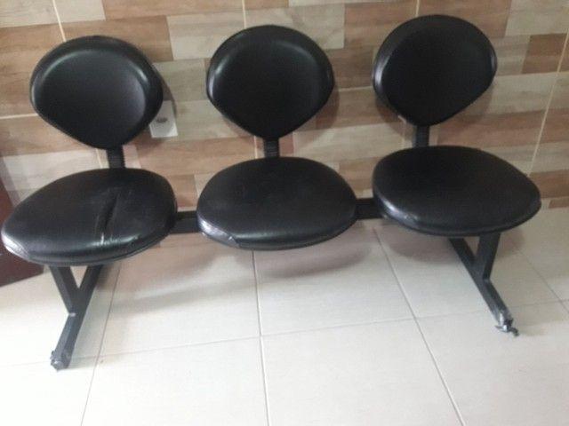 Cadeiras de espera  2 com 3 lugares.