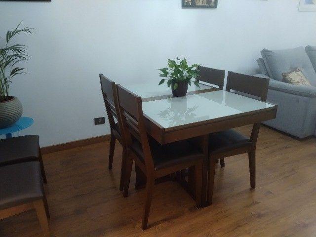 Excelente conjunto de mesa com 6 cadeiras em madeira /vidro - Foto 3
