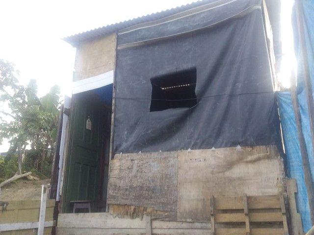 Vendo uma casa de madeira - Foto 4