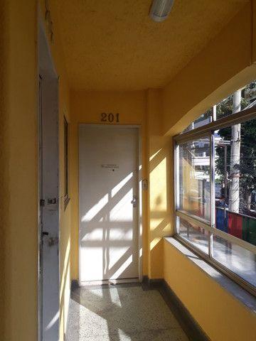 Ótima sala de 40 m2 com copa banheiro c/ box perto de tudo em São Gonçalo !