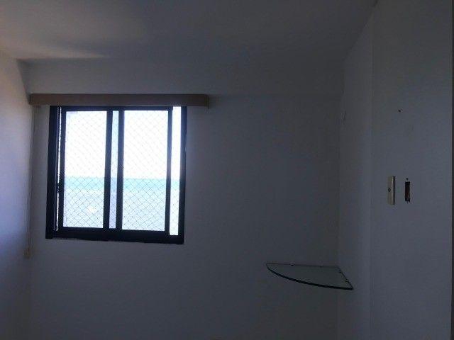 Apartamento beirar mar com piscina - Foto 12