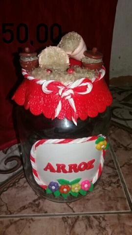 Vendo lindos potes decorados com biscuit