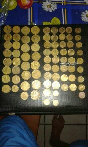 Lote Com 77 moedas de coleção