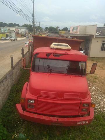 Caminhão 1313 ano 1983 com vermelho