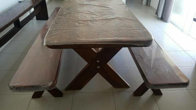 Mesa madeira de lei