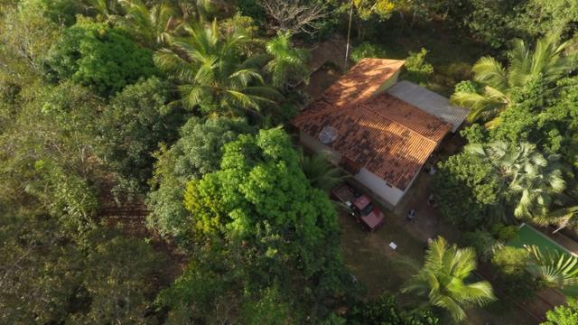 Chácara completa com 2 casas, piscina, pomar e ribeirão grande no fundo - Foto 5
