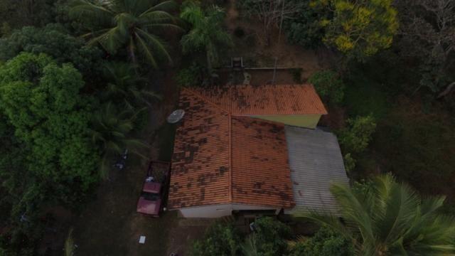Chácara completa com 2 casas, piscina, pomar e ribeirão grande no fundo - Foto 11