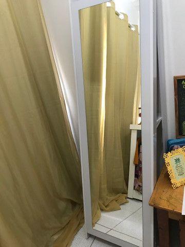 Vende-se balcão cabideiro, manequim caneca de ovo e espelho prateleira - Foto 3