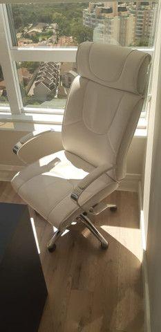 Conjunto de Cadeiras Couro Ecológico Brancas p Escritório - Novas