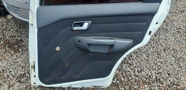 Porta traseira direita Siena 2012 com amassados  - Foto 4