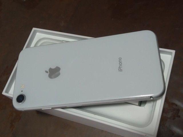 Iphone 8 64gb branco caixa e conector de carregador apenas  - Foto 3