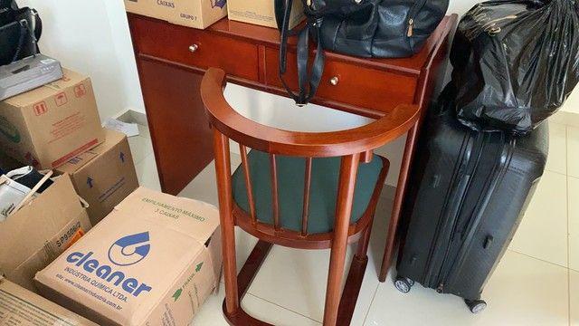 Escrivaninha com cadeira semi nova - Foto 2