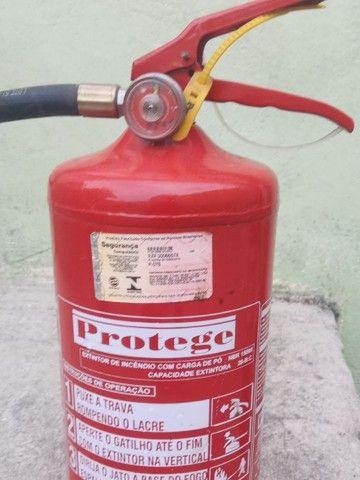 Extintores A e B novos falta Manutenção - Foto 2