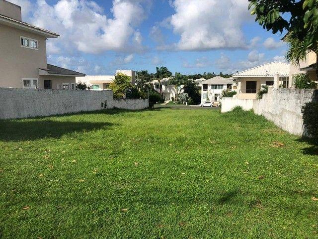 Lote para venda plano, nascente em ilha possui 504m² em Alphaville Litoral Norte 1 - Camaç