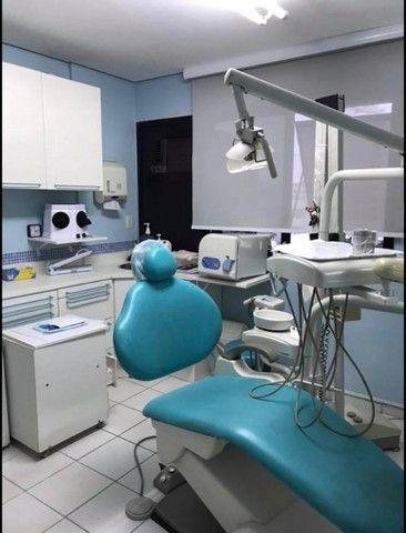 Cadeira Odontológica Dabi Versa, Com 2 Mochos, Verde Dabi