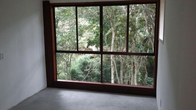 Excelente casa em condomínio 3 suítes - Itaipava -Petrópolis RJ - Foto 4