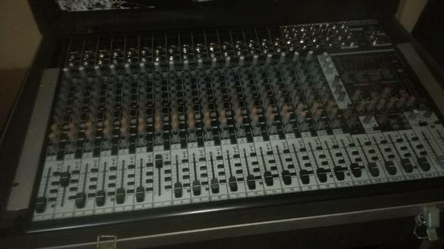 Mesa de som profissional behring