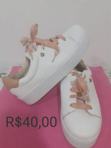 Vendo sapatinhos de luxo pouco usado - Foto 4