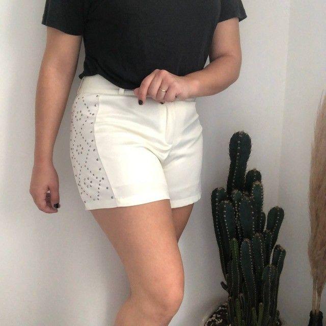 Shorts Branco com detalhes