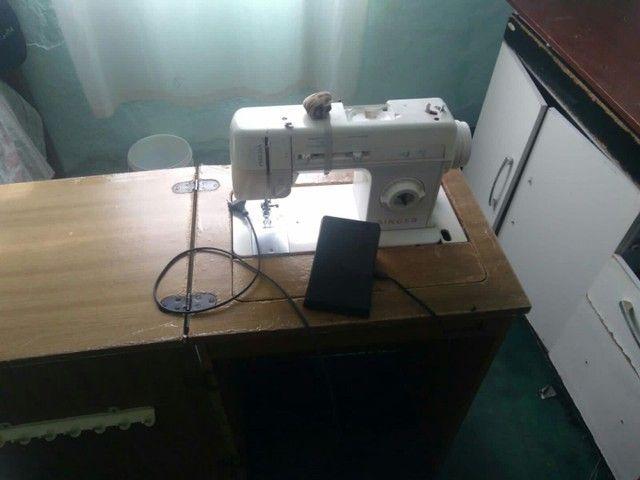 Maquina de Costura Singer - Foto 2