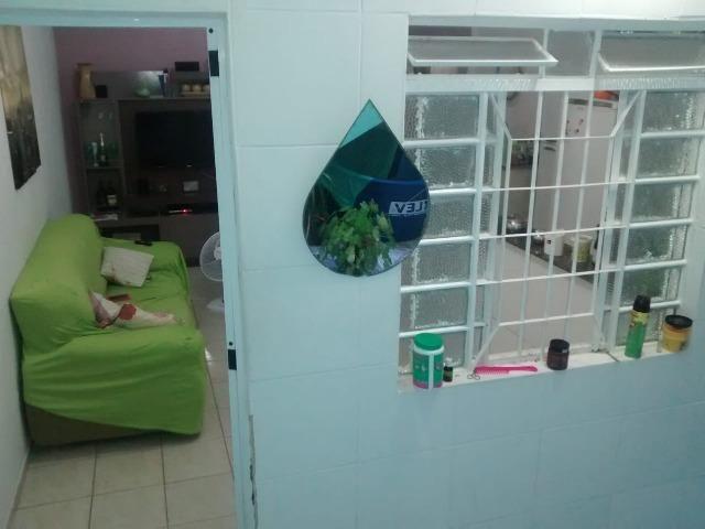 Linda Casa de 1/4, Gigante, Já com Ar-Condicionado no Quarto, Bem Localizada, Centro