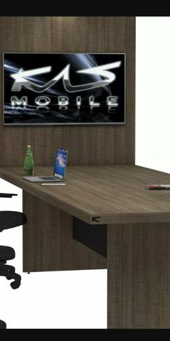 Mesa para reunião com painel para tv