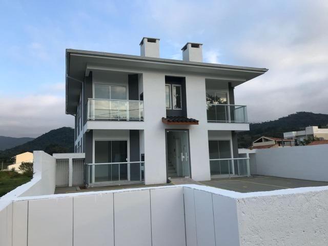 Apartamento de dois dormitórios em Forquilhas