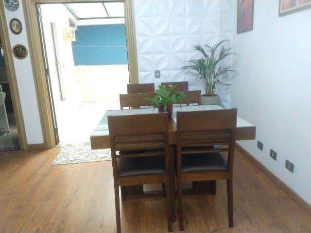 Excelente conjunto de mesa com 6 cadeiras em madeira /vidro - Foto 6