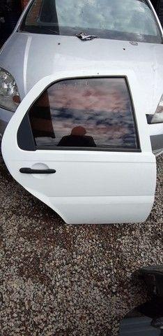Porta traseira direita Siena 2012 com amassados