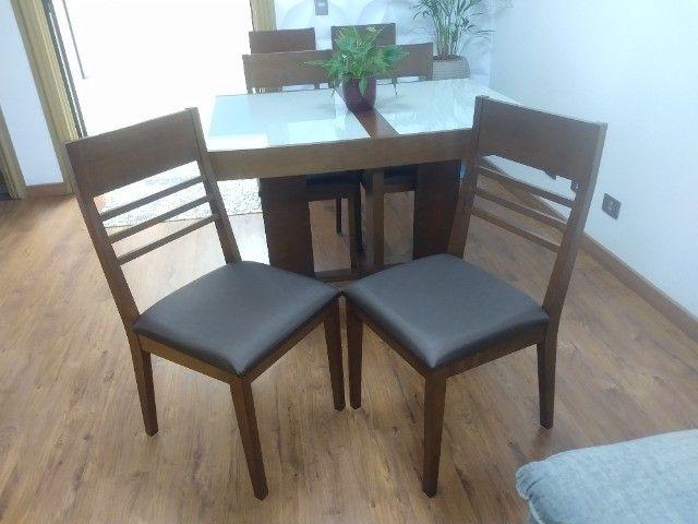 Excelente conjunto de mesa com 6 cadeiras em madeira /vidro - Foto 5