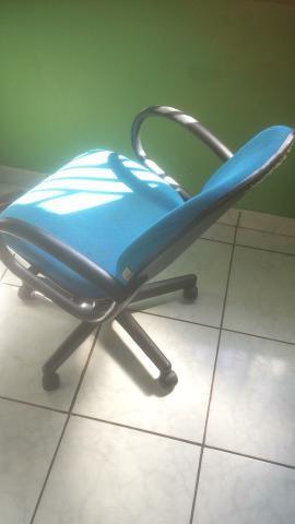 Vende-se cadeira de escritório