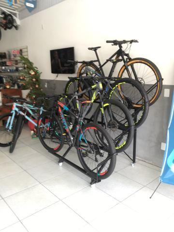 Bicicleta aro 29 27 marchas freio hidraulico - Foto 4