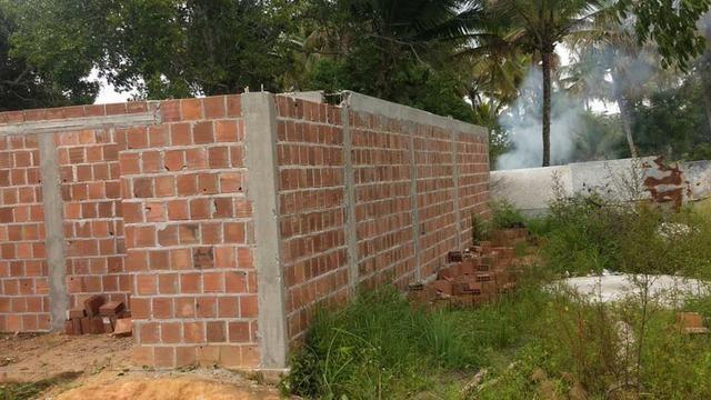 Terreno com uma casa em construção - Foto 2